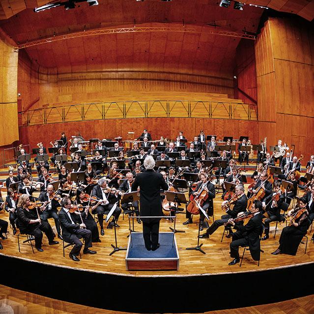 Stuttgarter Philharmoniker mit Generalmusikdirektor und Chefdirigent Dan Ettlinger in der Liederhalle Stuttgart / (Photo Thomas Niedermüller/niedermueller.de)
